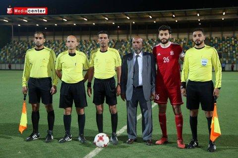 طاقم تحكيم المباراة مع كابتن فريق الأهلي بنغازي
