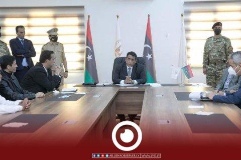 زيارة المنفي لدرنة واجتماعه بأعيان المدينة (المكتب الإعلامي لرئيس المجلس الرئاسي)